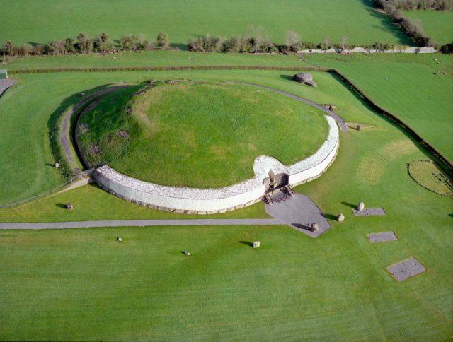 McKeon Group: Brú na Bóinne Visitors Centre at Newgrange
